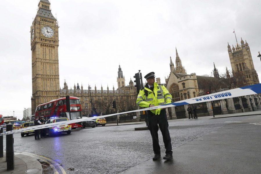 Policía ante el Parlamento británico
