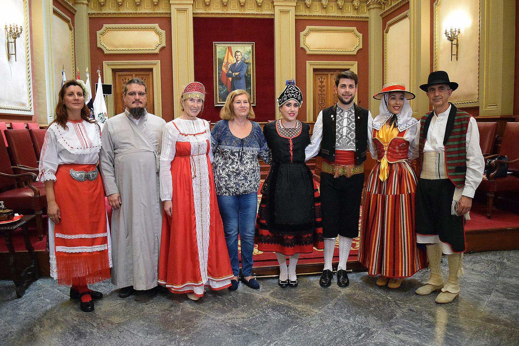 Recepción a componentes del Festival Tajaraste de Santa Cruz de Tenerife