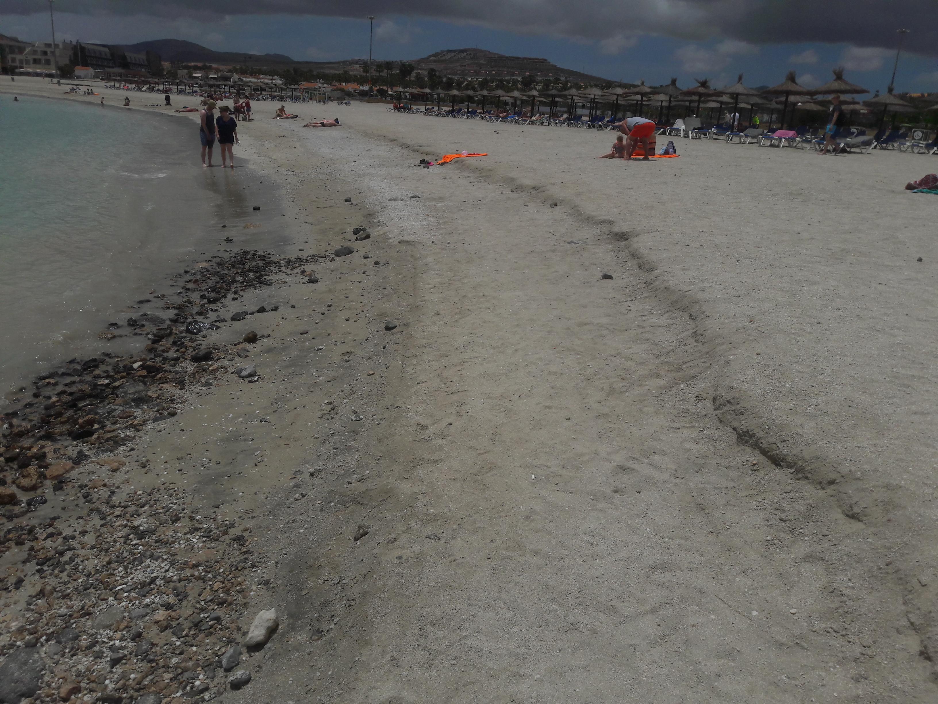 Playa El Castillo con piedras