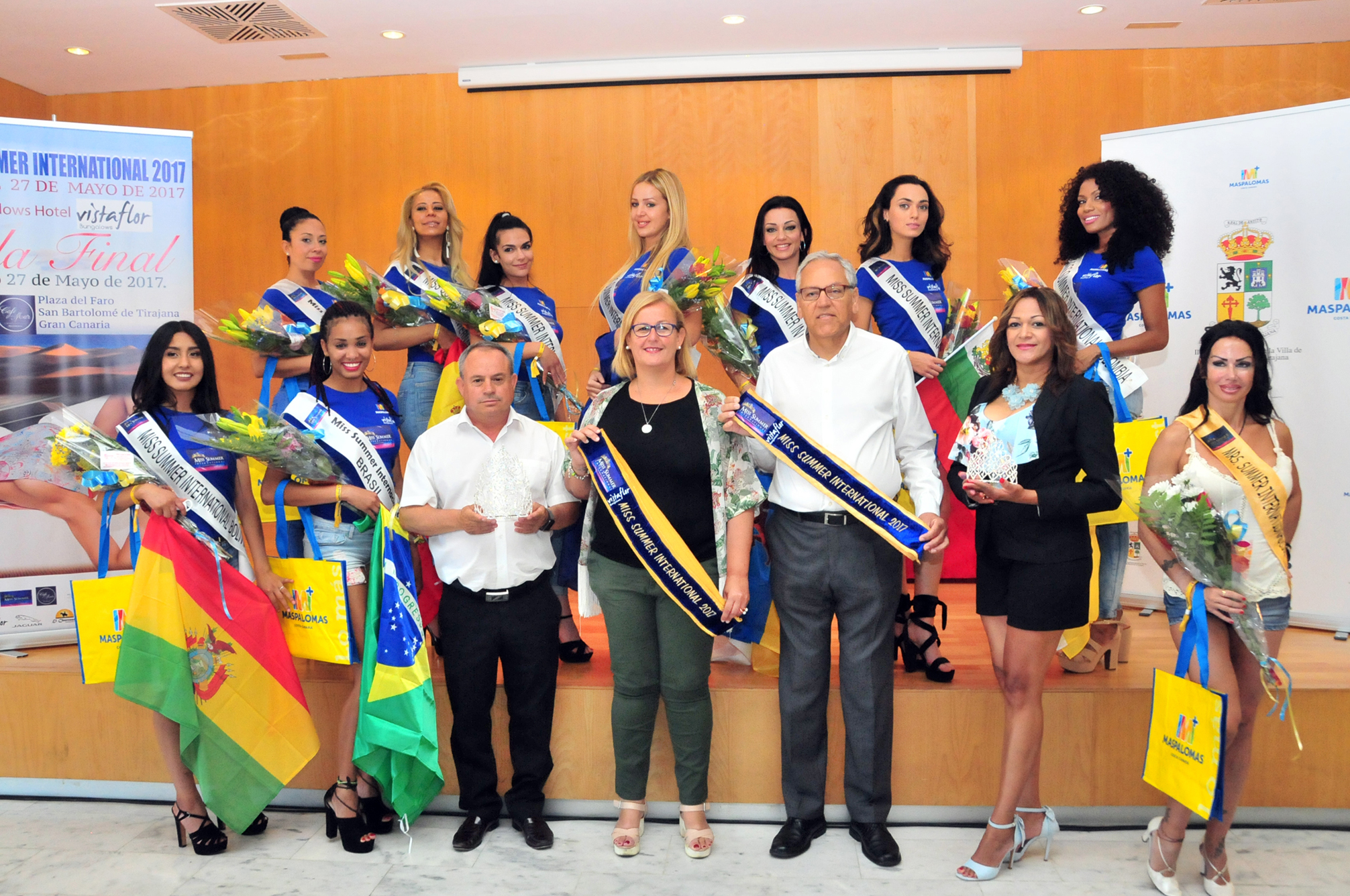 El alcalde de San Bartolomé de Tirajana, Marco Aurelio Pérez y las candidatas