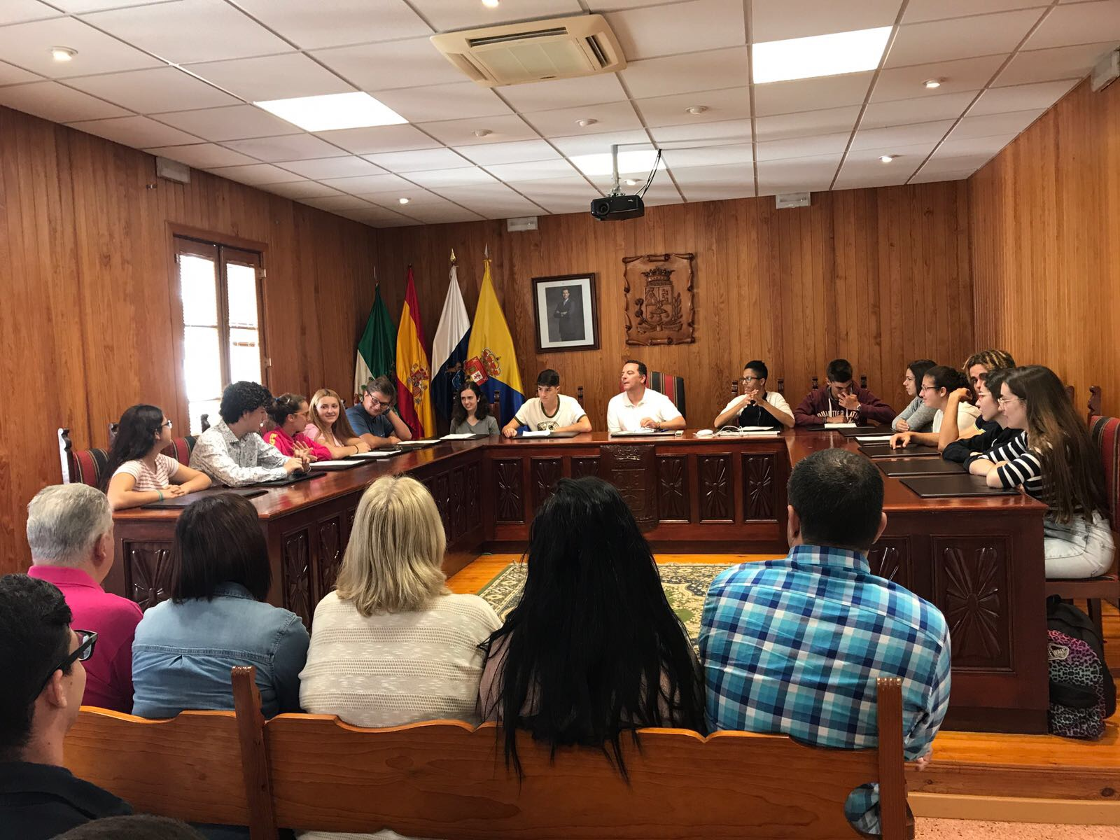 Pleno juvenil en el ayuntamiento de Moya