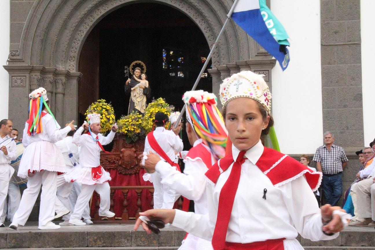 San Antonio congrega a más de doce mil personas en la Villa de Moya