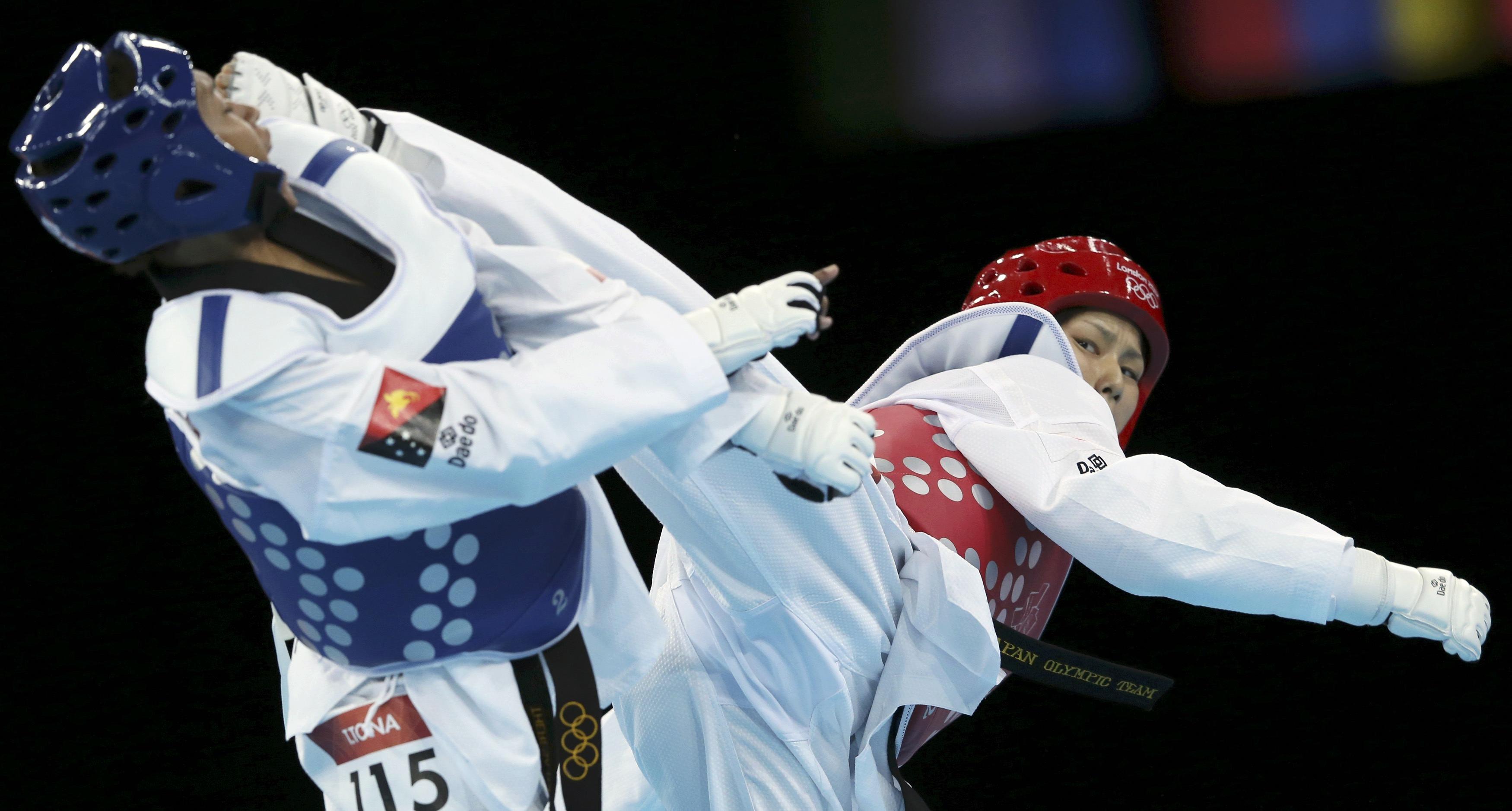 Dos jugadoras de taekwondo