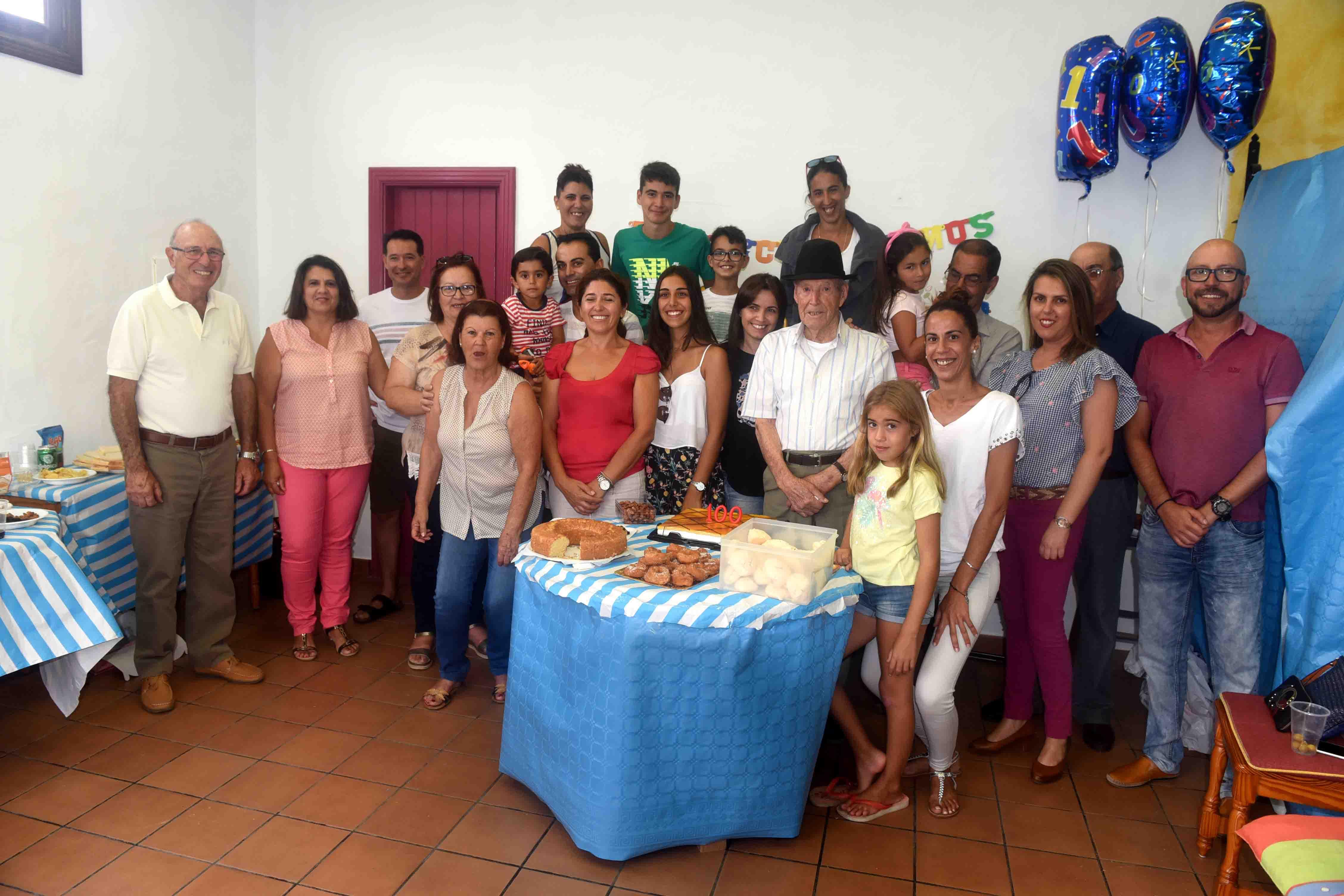Familares con Francisco Luzardo