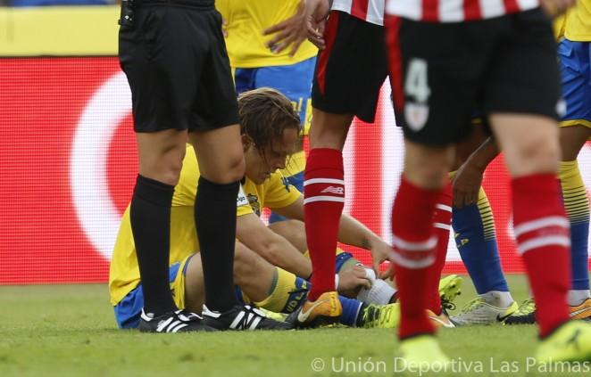 Alen Halilovic en el suelo lesionado