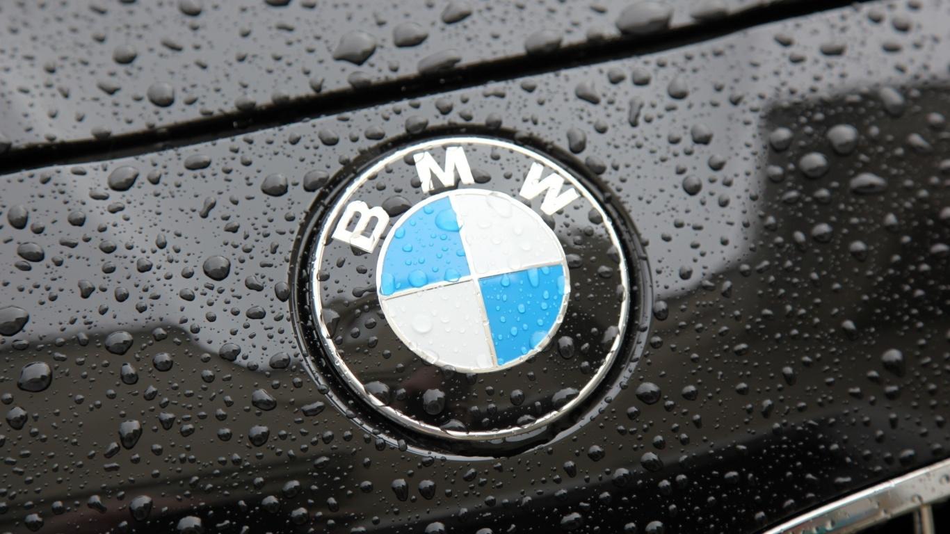 Logo en un coche de BMW