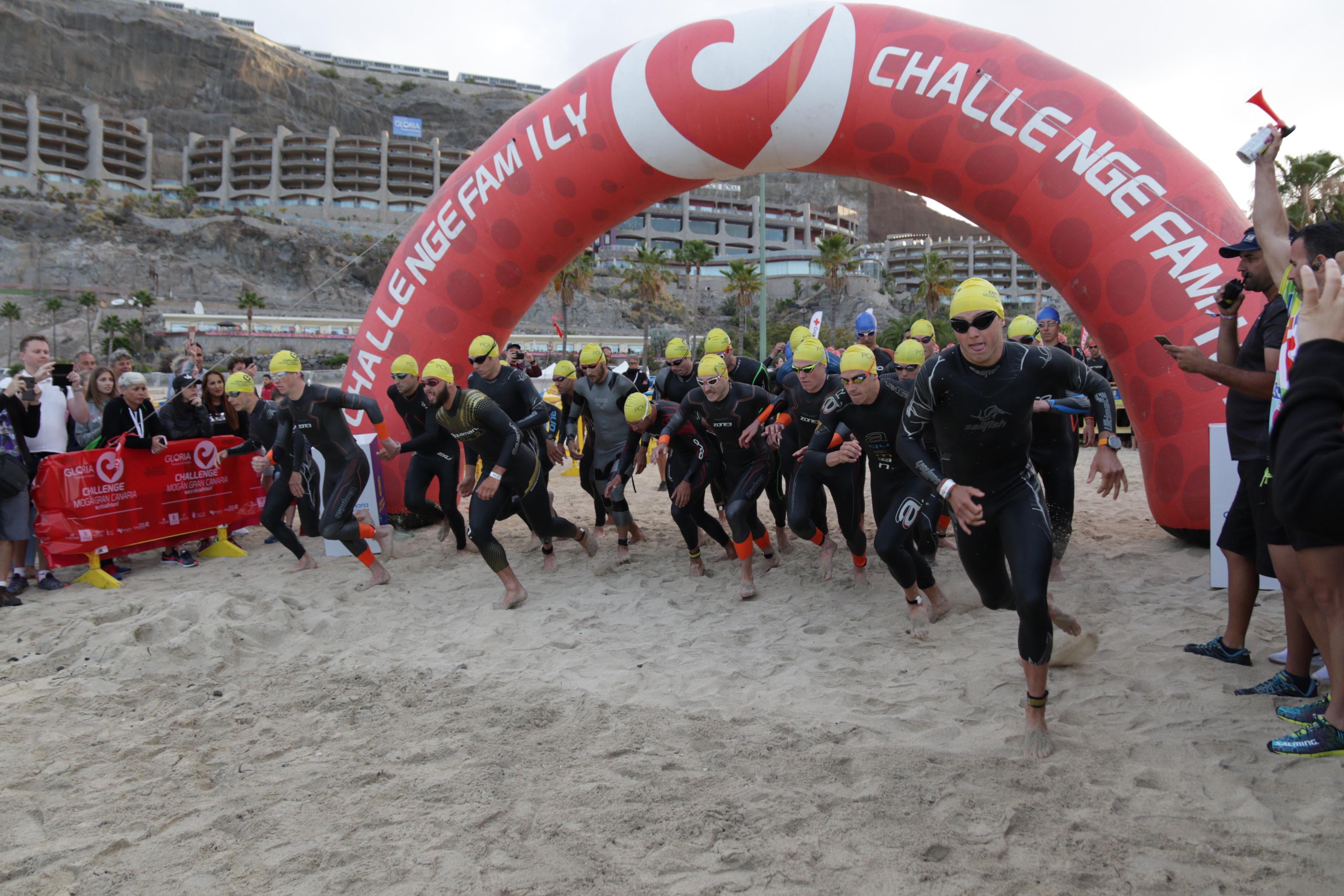 Salida del Trriatlón Challenge Mogán-Gran Canaria