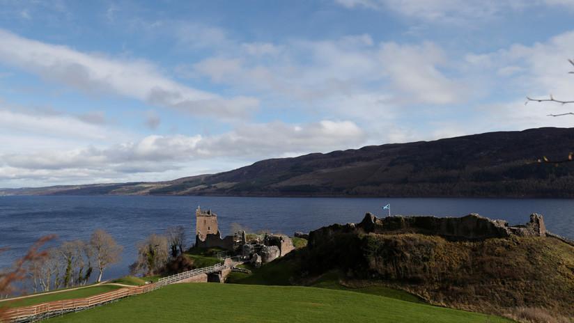 El lago Loch Ness, Escocia, Reino Unido