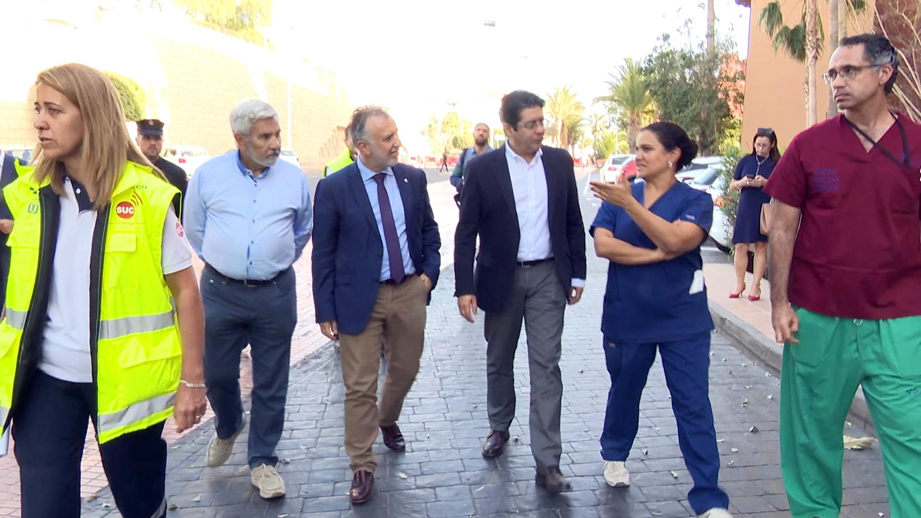 Ángel Víctor Torres visita el punto de atención primaria del hotel del coronavirus de Tenerife
