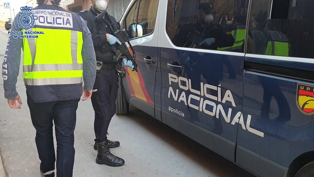Detenido un hombre por amenazar con cuchillos a un vecino en Las Palmas