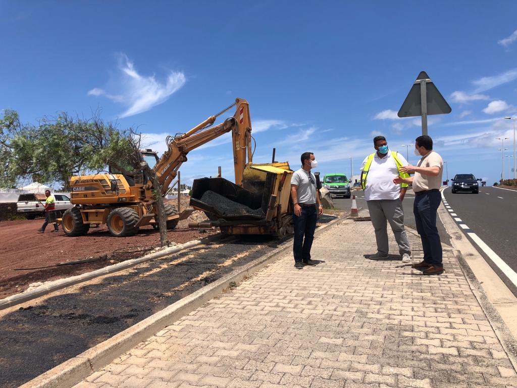 obras de un nuevo tramo de carril bici en Playa Blanca. Lanzarote