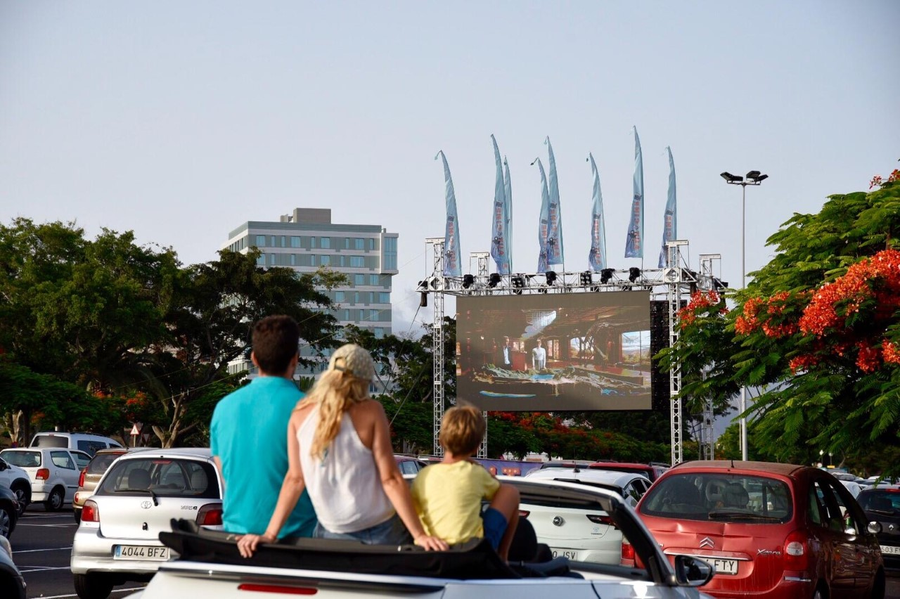 Autocine en los aparcamientos del Parque Marítimo. Tenerife
