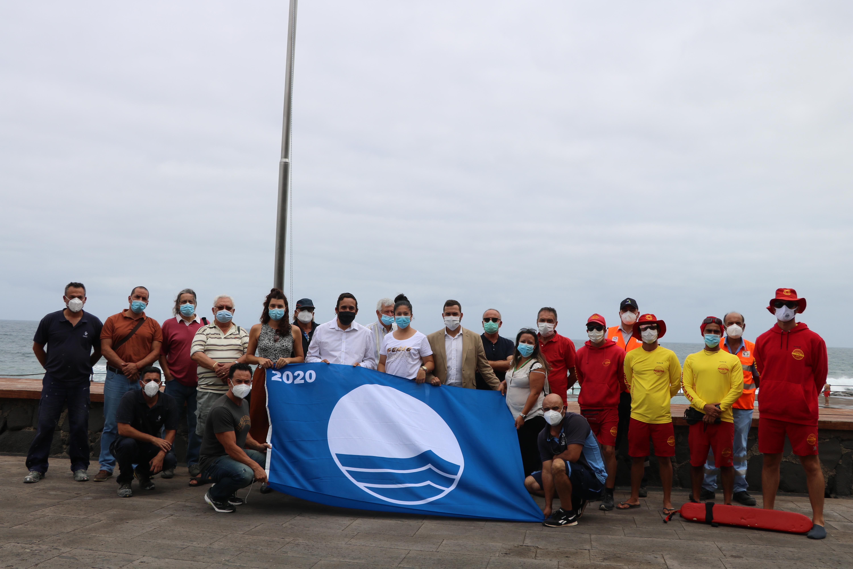 Bandera azul en las piscinas naturales de Bajamar. La Laguna
