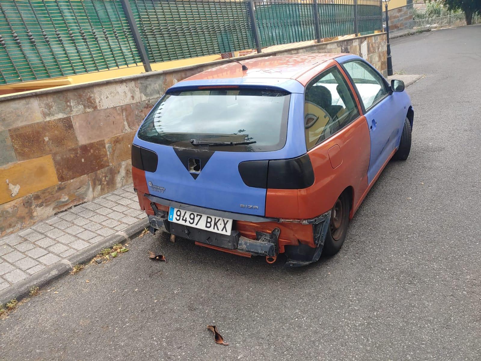 Vehículo abandonado en la vía pública, Teror. Gran Canaria