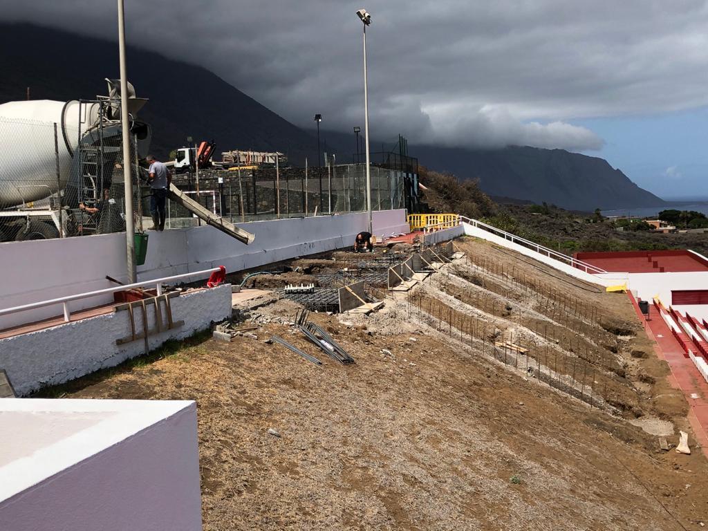 Nuevas gradas con cubierta para el campo municipal de fútbol de La Frontera. El Hierro