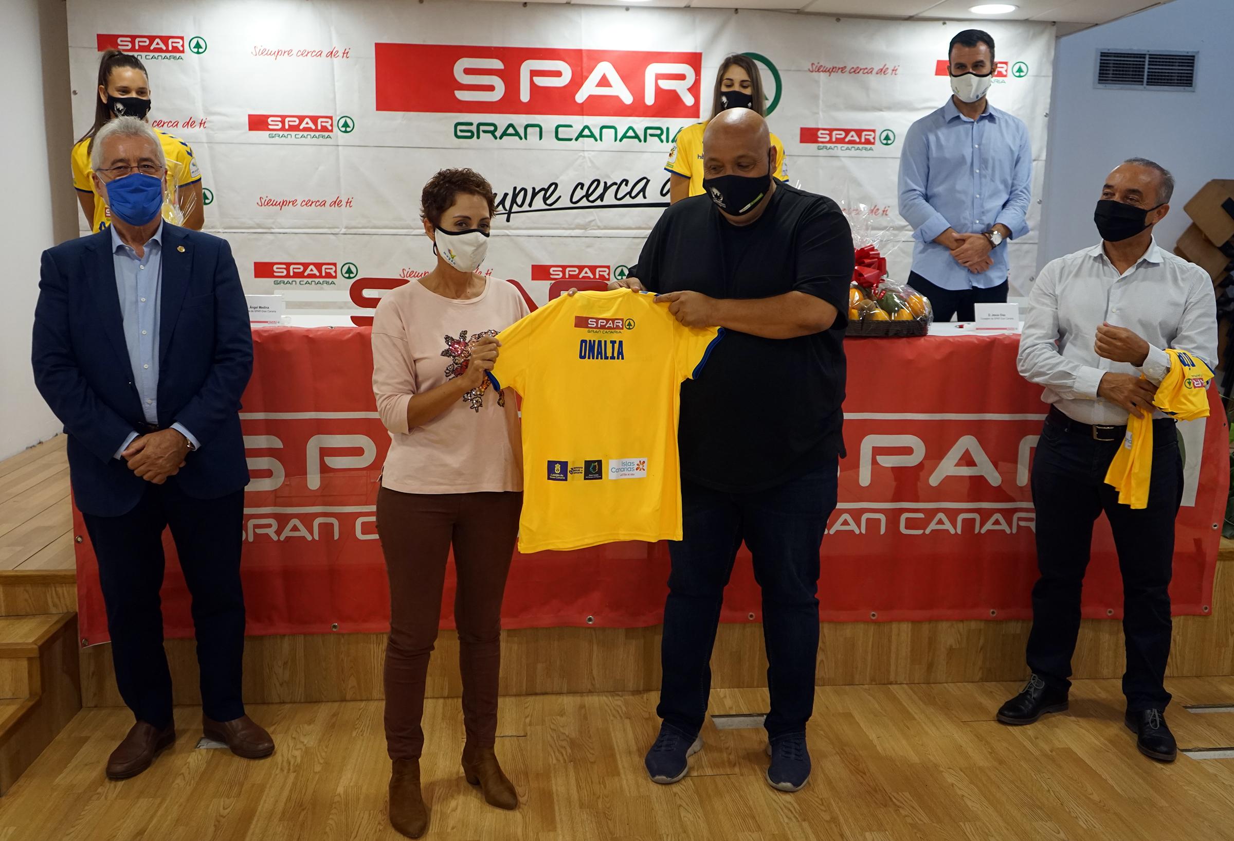 Spar Gran Canaria renueva su patrocinio al equipo femenino de fútbol CD Femarguín