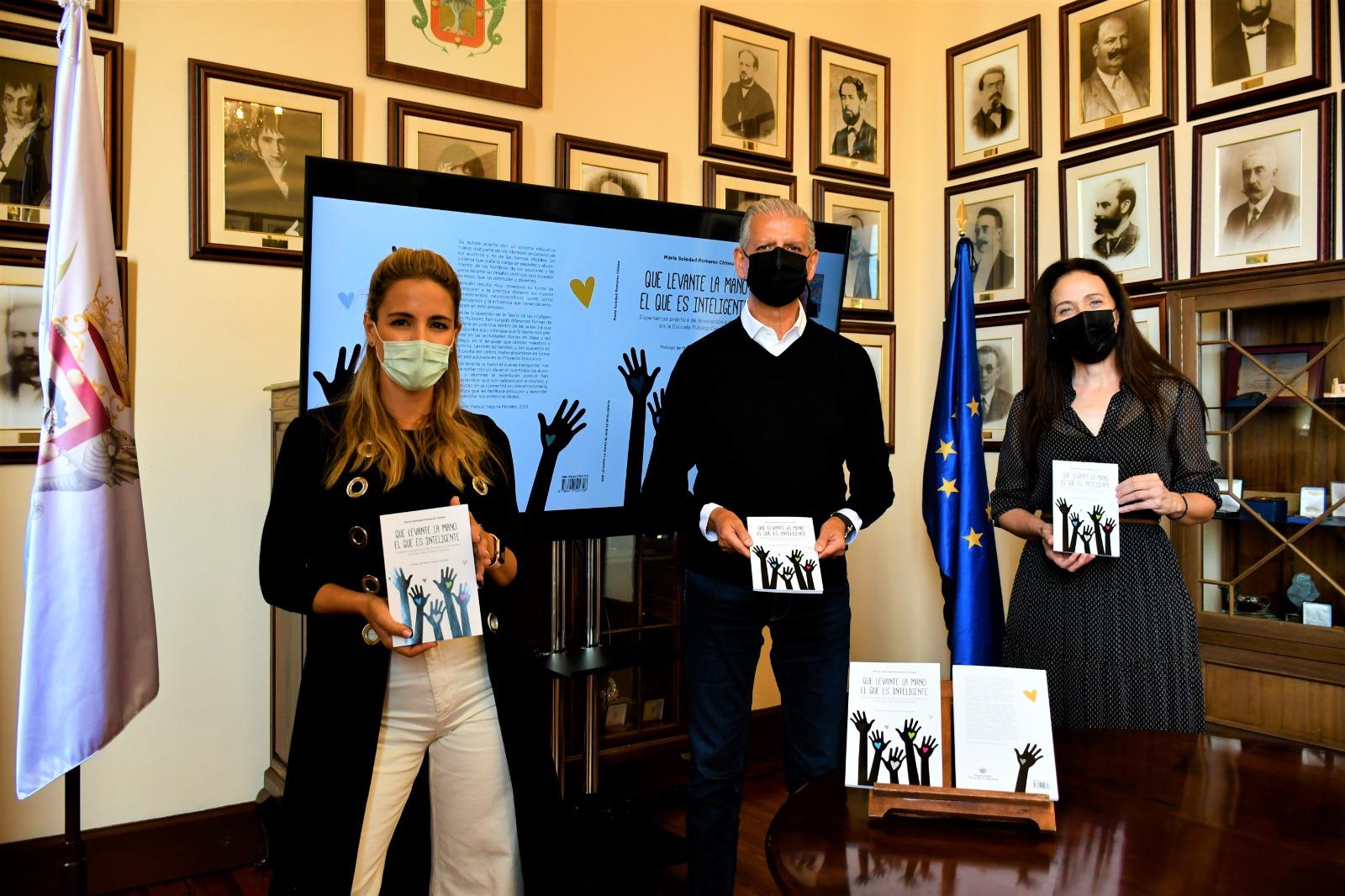 """Presentación del libro """"Que levante la mano el que es inteligente"""" del CEIP Aguamansa / CanariasNoticias.es"""