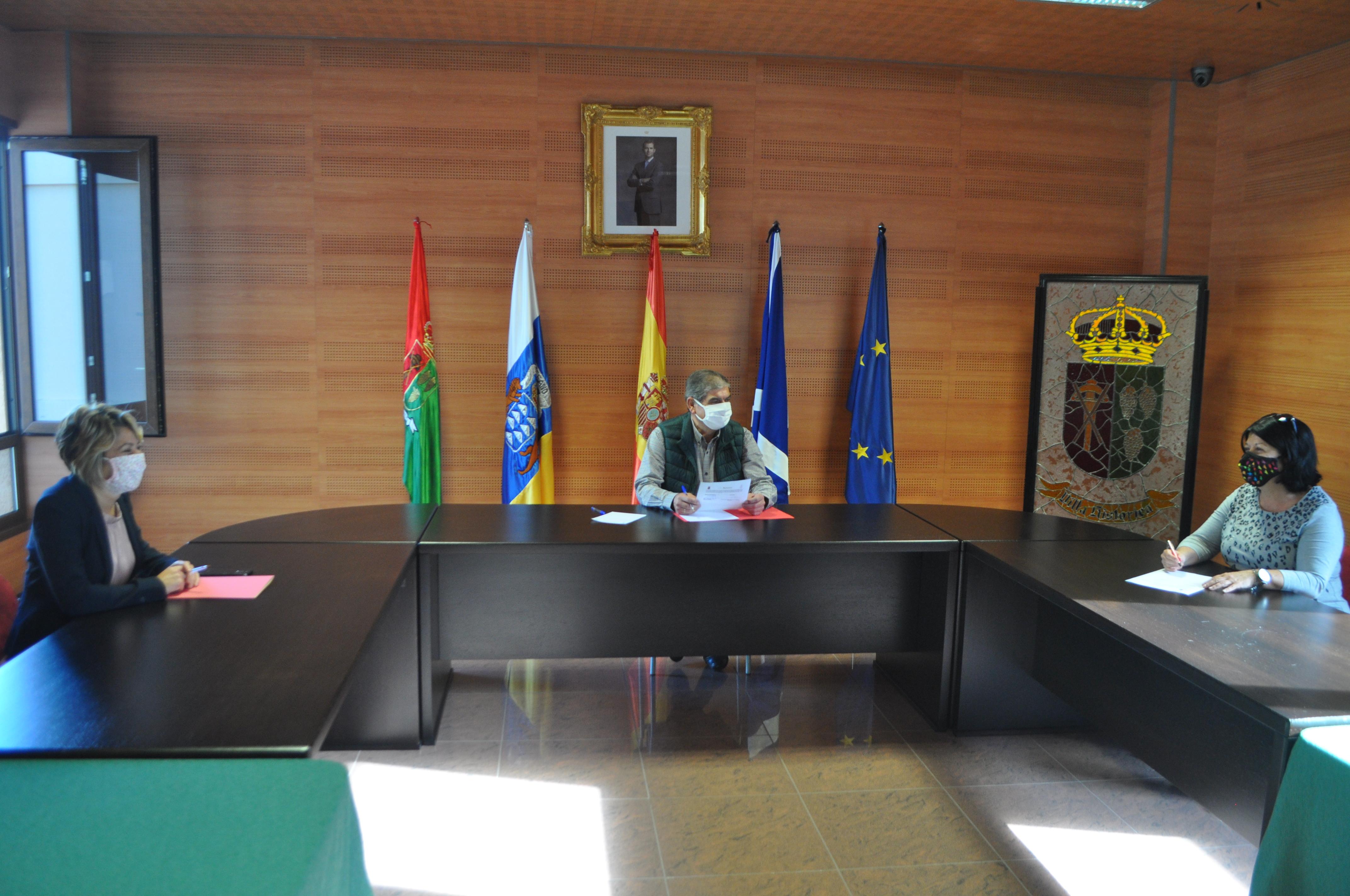 El alcalde de La Matanza, Igancio Rodríguez se reúne con la presidenta de Funcasor