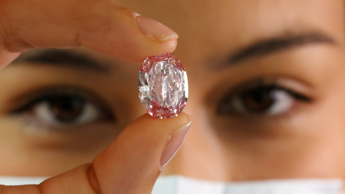 diamante púrpura-rosa 'El espectro de la rosa'