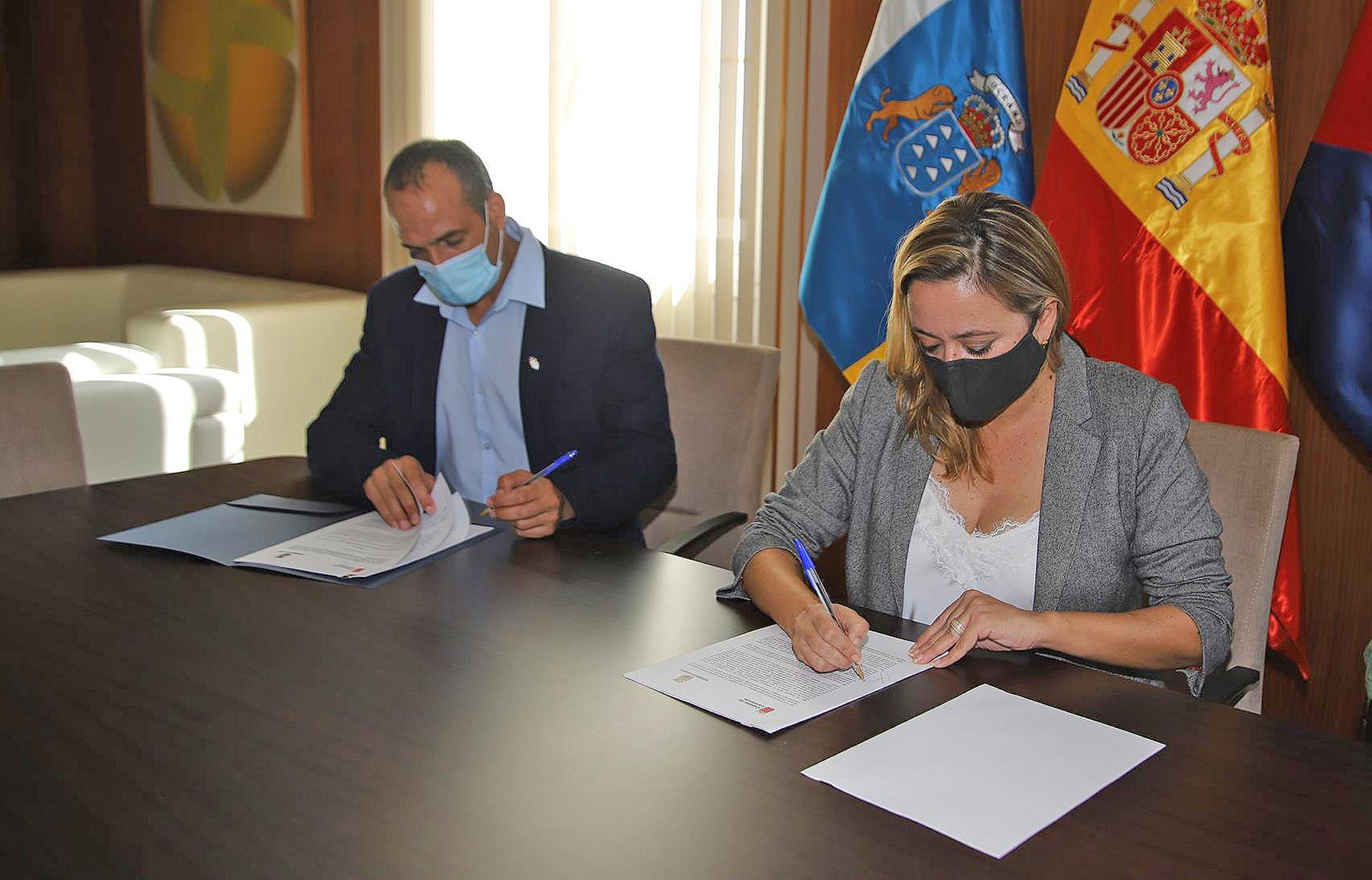 Firma de la adenda de la Cueva de Los Verdes. Lanzarote / CanariasNoticias.es