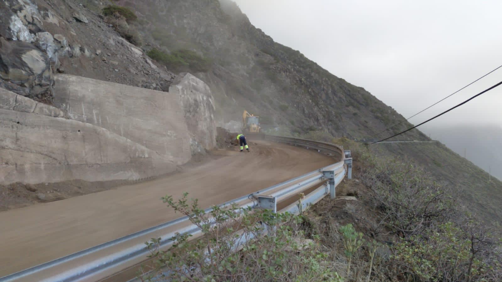 Reabre al tráfico la carretera insular HI-50 de acceso a Sabinosa/ CanariasNoticias.es
