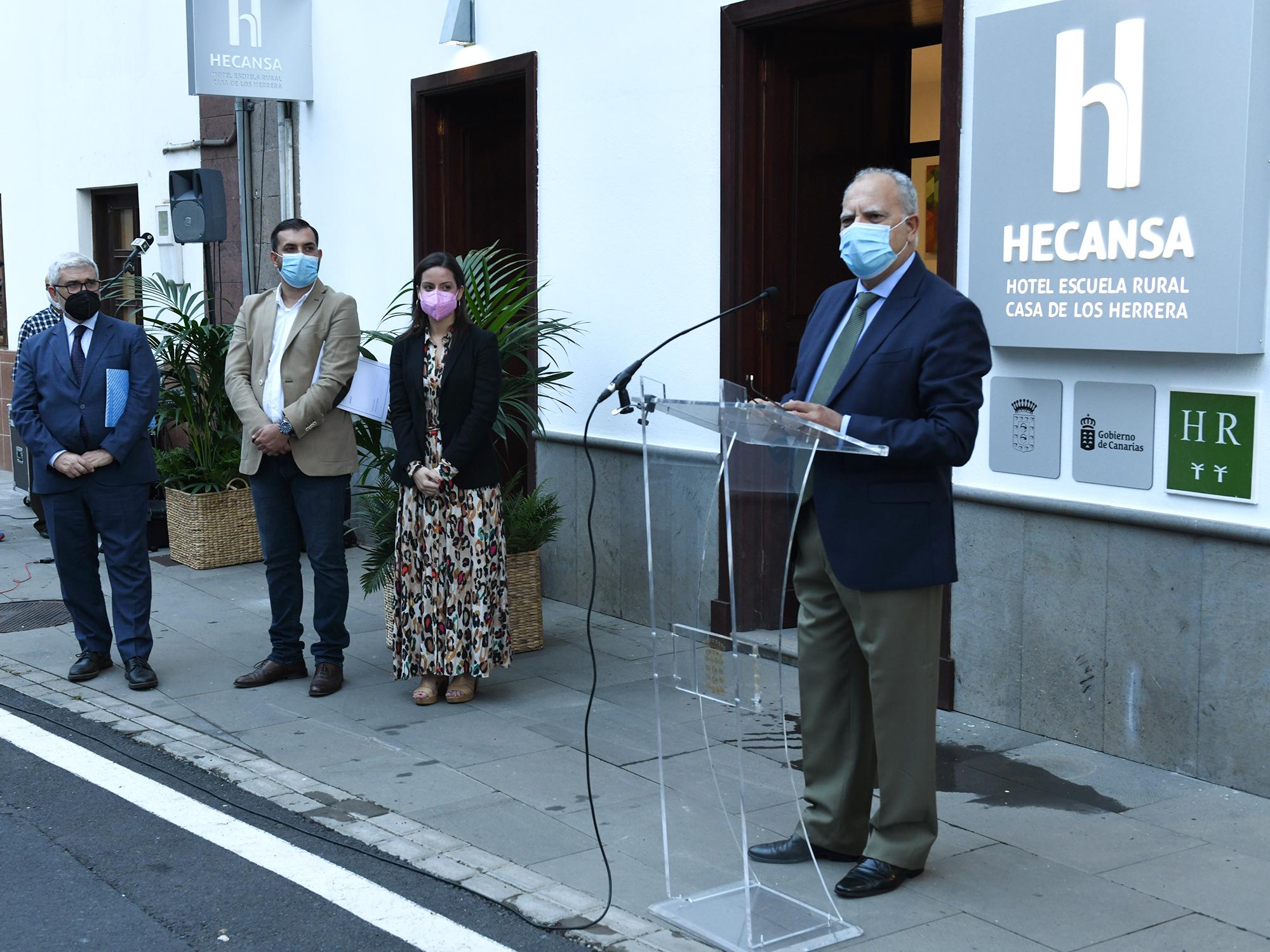 Inauguración del Hotel Escuela Casa Los Herrera en Hermigua. La Gomera / CanariasNoticias.es