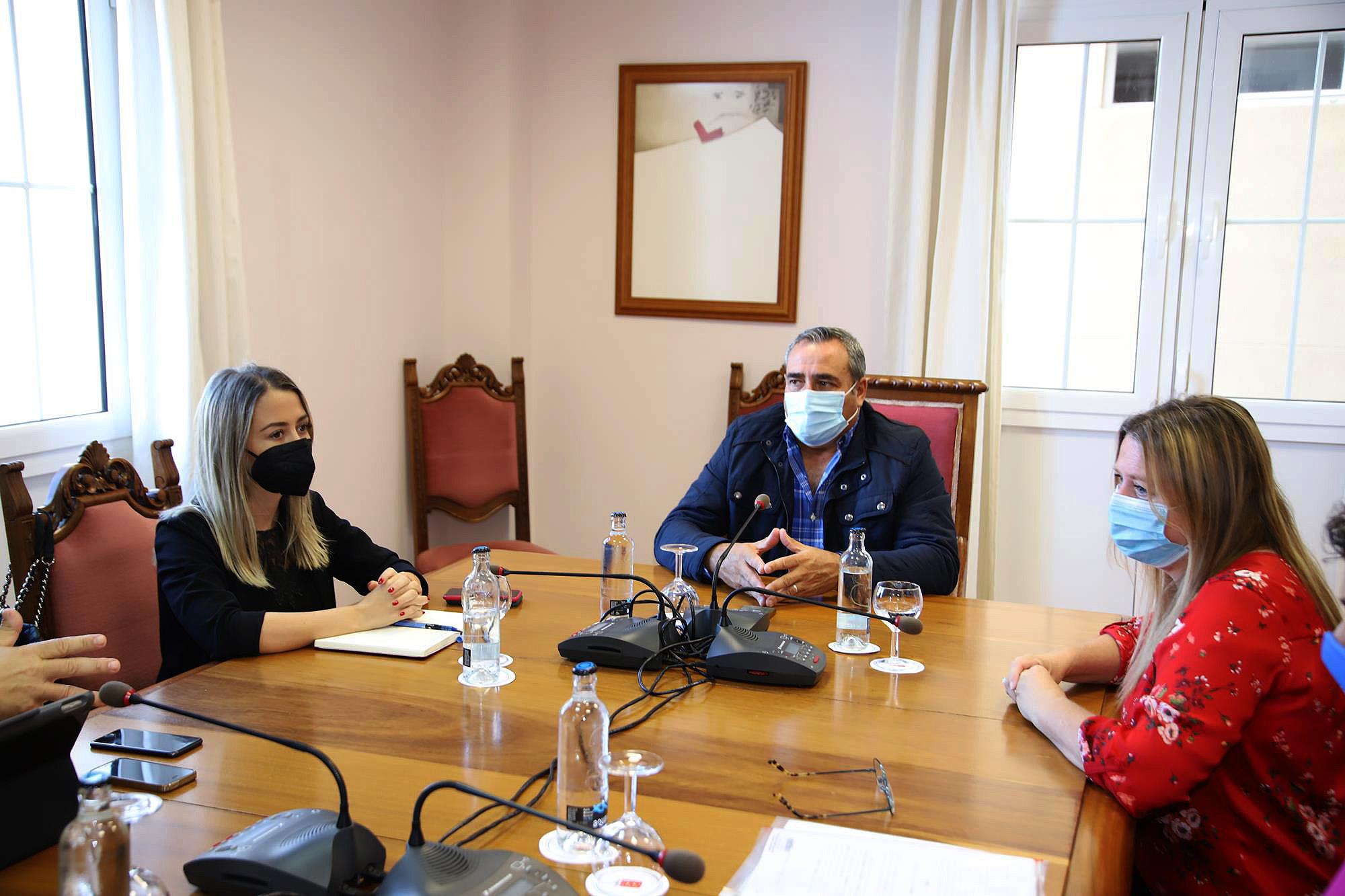 Visita de Teresa Berástegui al Cabildo de Lanzarote / CanariasNoticias.es