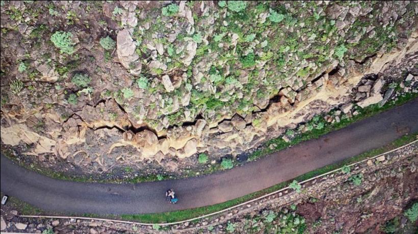Grieta en el talud de acceso a Enchereda en La Gomera / CanariasNoticias.es