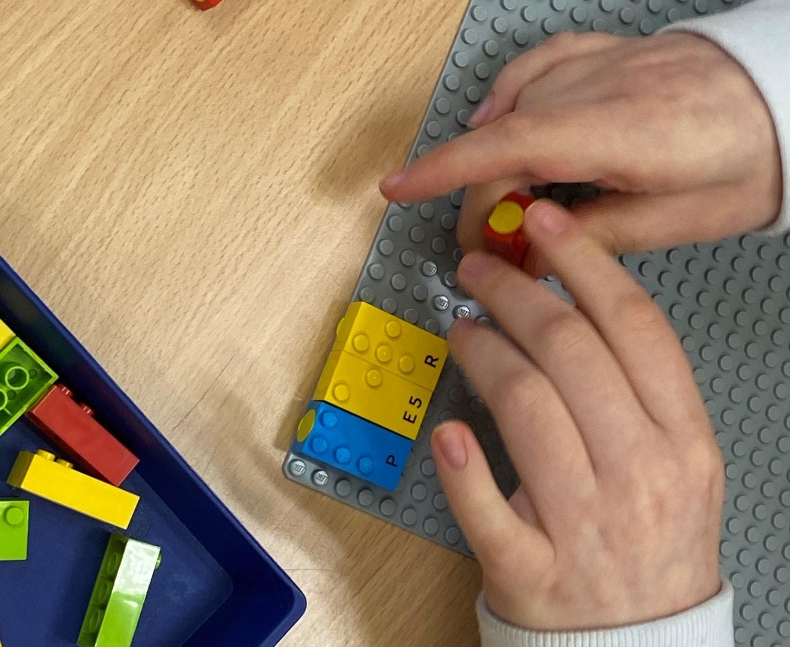Piezas Lego en Braille / CanariasNoticias.es