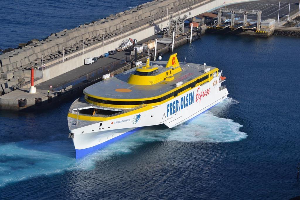Buque Fred Olsen en el Puerto de Agaete / CanariasNoticias.es