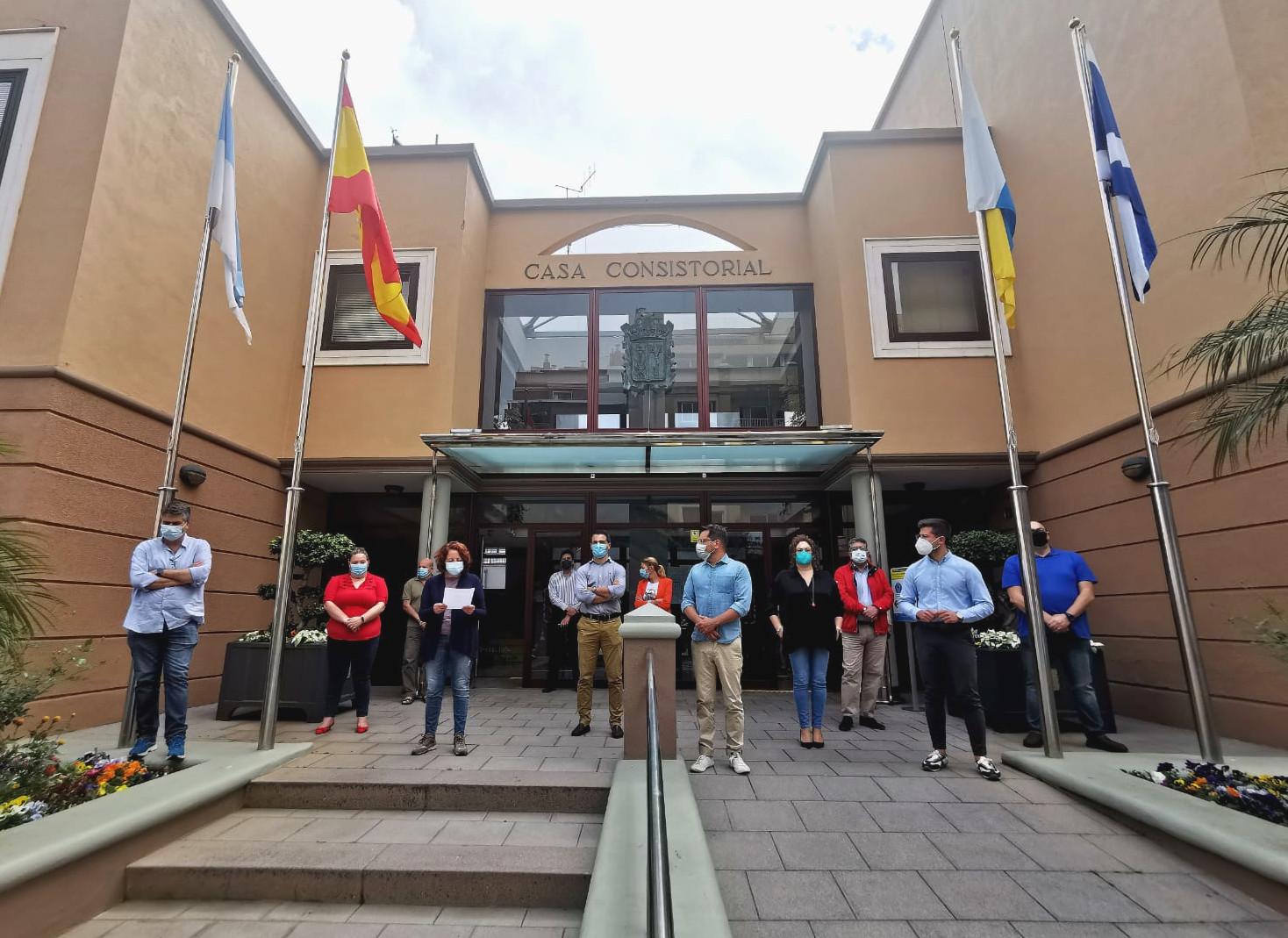 Minuto de silencio en el Ayuntamiento de Los Realejos (Tenerife)