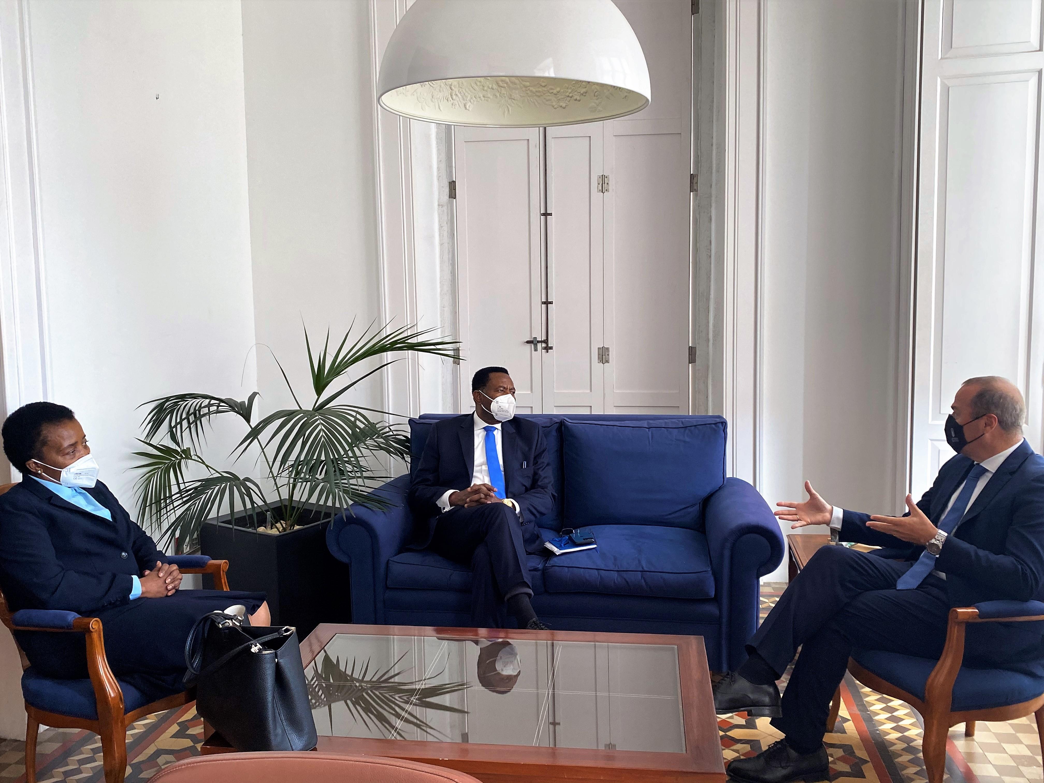 Encuentro de Augusto Hidalgo con el embajador de Guinea Ecuatorial en España / CanariasNoticias.es