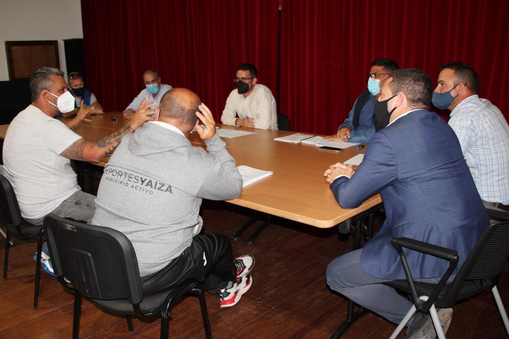 Reunión para la apertura del campo de fútbol de Yaiza (Lanzarote) / CanariasNoticias.es