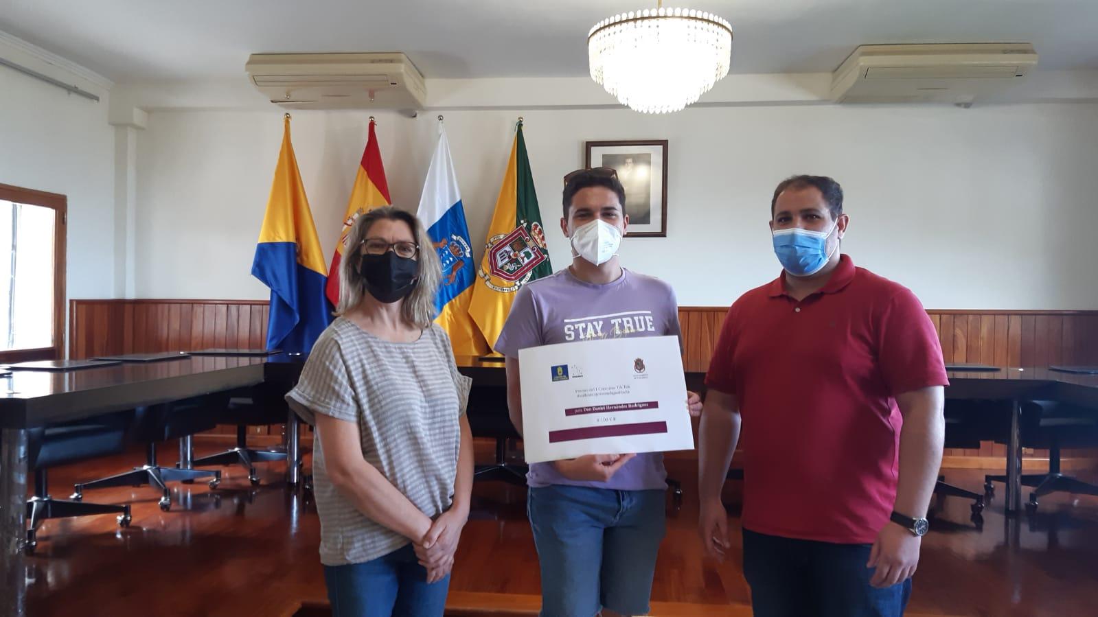 """Entrega del premio de concurso de Tik Tok  """"Valleseco juventud igualitaria"""" / CanariasNoticias.es"""
