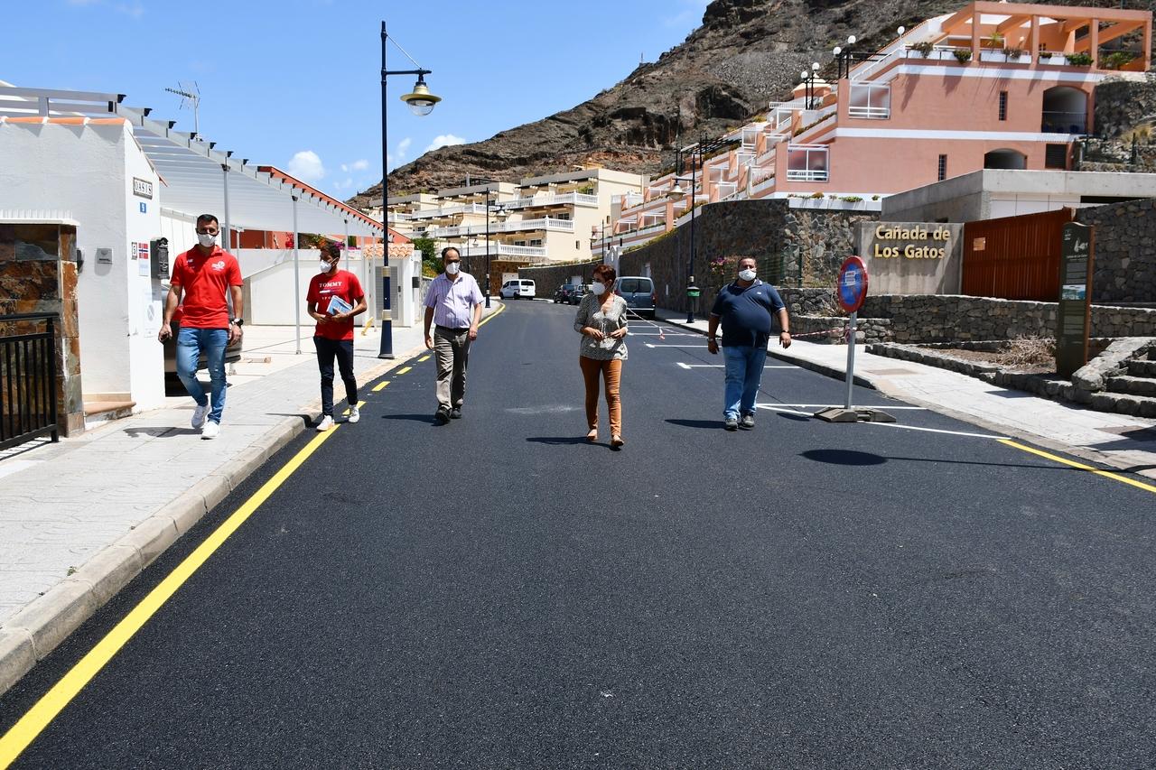 Onalia Bueno visita las obras de asfaltado de Mogán / CanariasNoticias.es