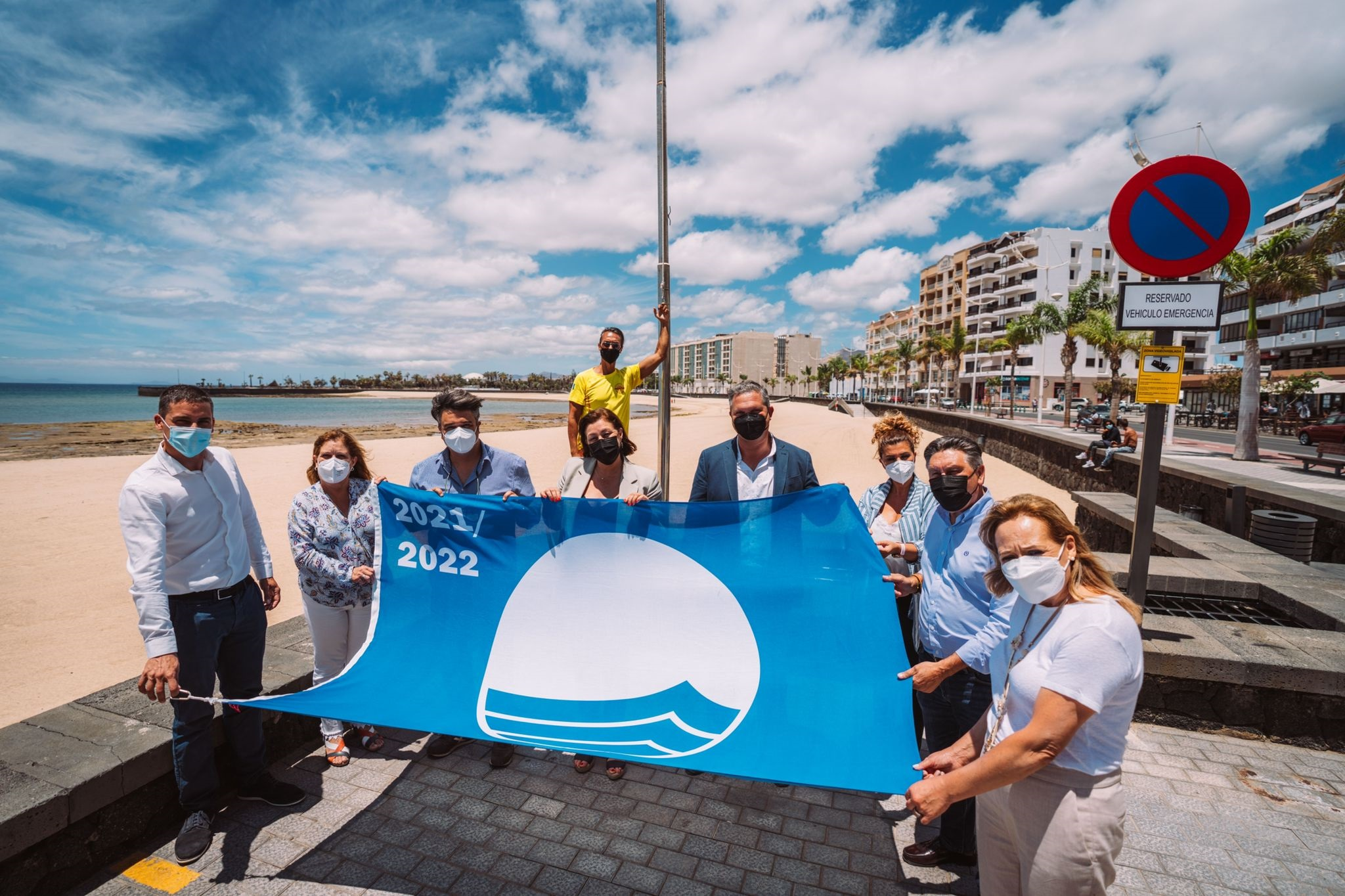 Izado de la Bandera Azul en la playa del Reducto, Arrecife (Lanzarote) / CanariasNoticias.es
