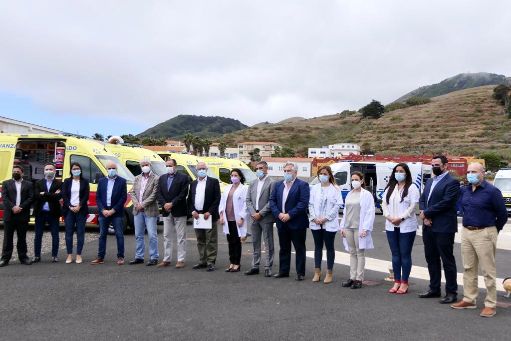 Nuevas ambulancias del SUC y de Transporte Sanitario No Urgente en El Hierro / CanariasNoticias.es