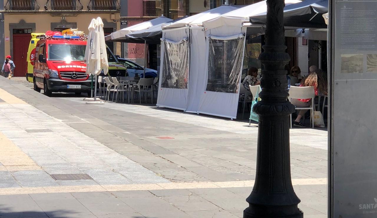 La Asociación El Perenquén critica la eliminación de bolardos de seguridad en aceras/ canariasnoticias