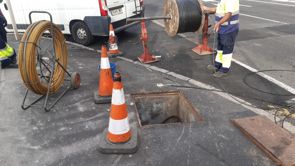 Obras de instalación de la fibra óptica en el Puerto de La Estaca y Timijiraque (El Hierro) / CanariasNoticias.es