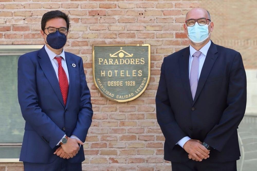 Óscar López-Águeda, presidente CEO de Paradores de España (izda.) junto a Emilio Gayo, presidente de Telefónica España / CanariasNoticias.es