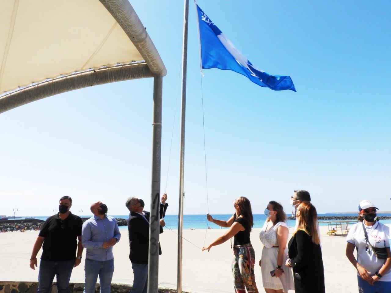 Las banderas azules ondean ya en tres playas de Puerto del Rosario (Fuerteventura) / CanariasNoticias.es