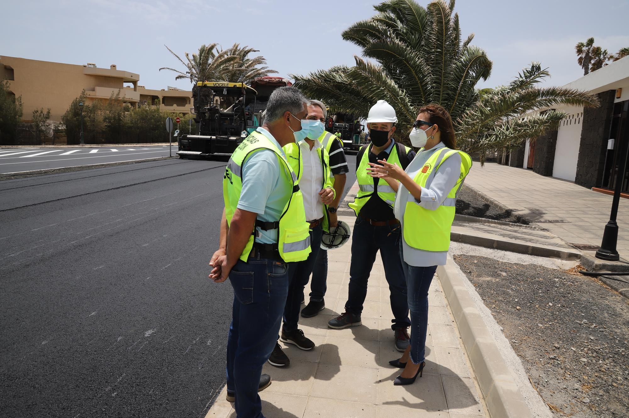 Reasfalto de la Avenida de Las Palmeras en Costa Teguise (Lanzarote) / CanariasNoticias.es