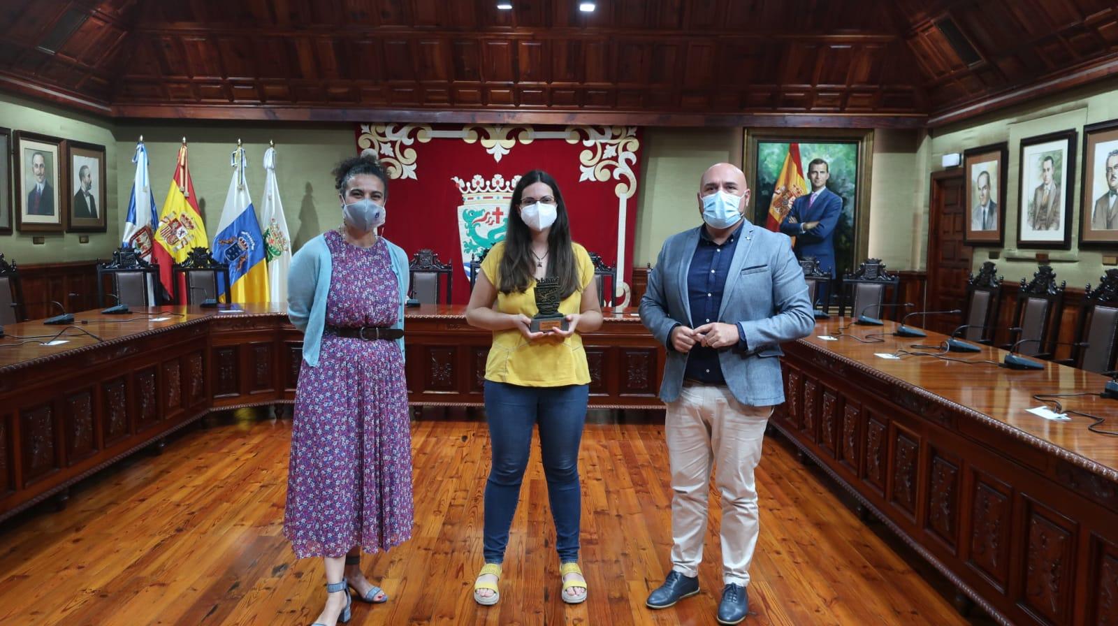 Marco González, Flora Perera y María del Mar del Pino Yanes. Puerto de La Cruz/ canariasnoticias