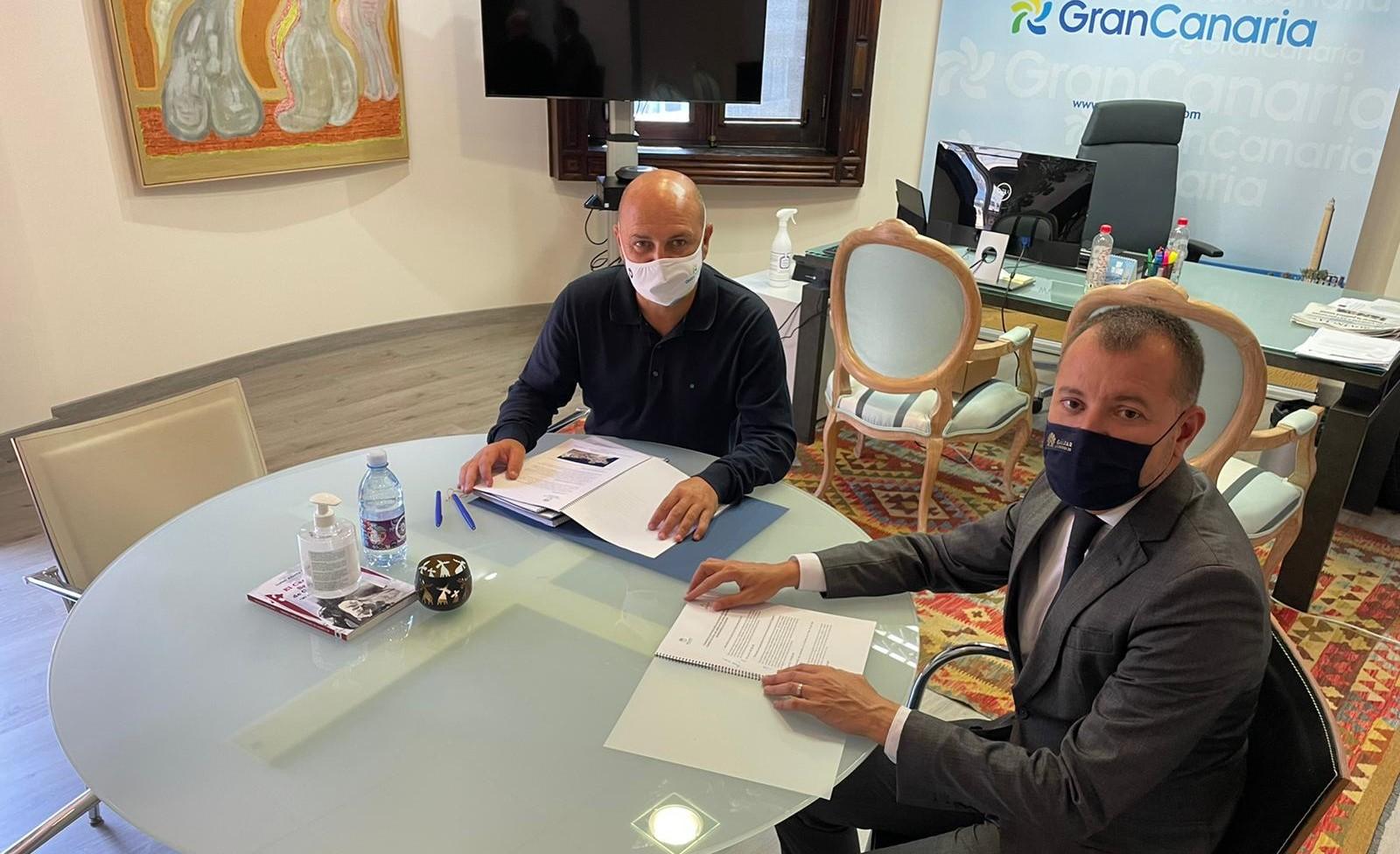 Teodoro Sosa con el consejero de Turismo del Cabildo de Gran Canaria / CanariasNoticias.es