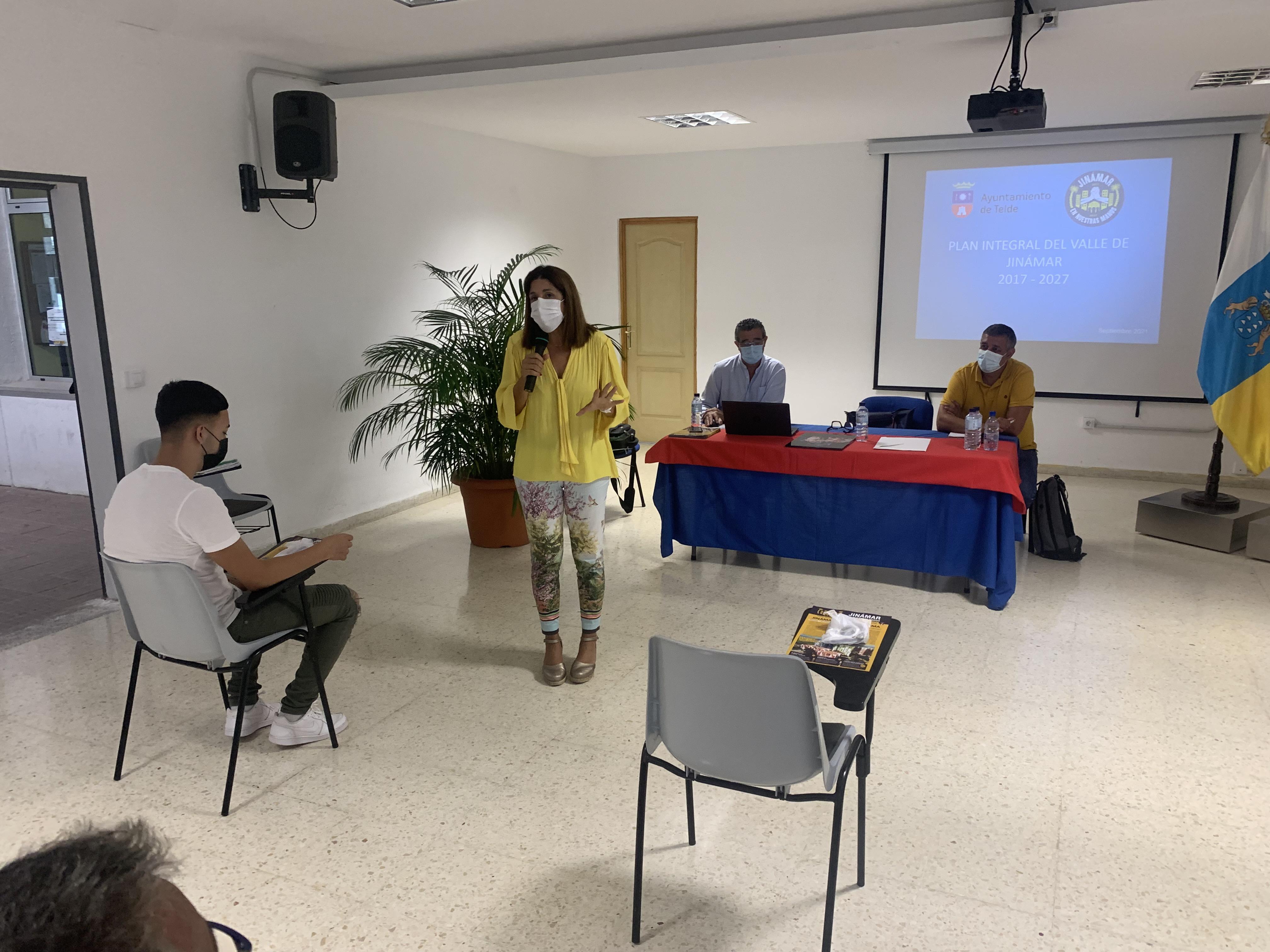 La alcaldesa de Telde se reúne con los colectivos vecinales del Valle de Jinámar / CanariasNoticias.es