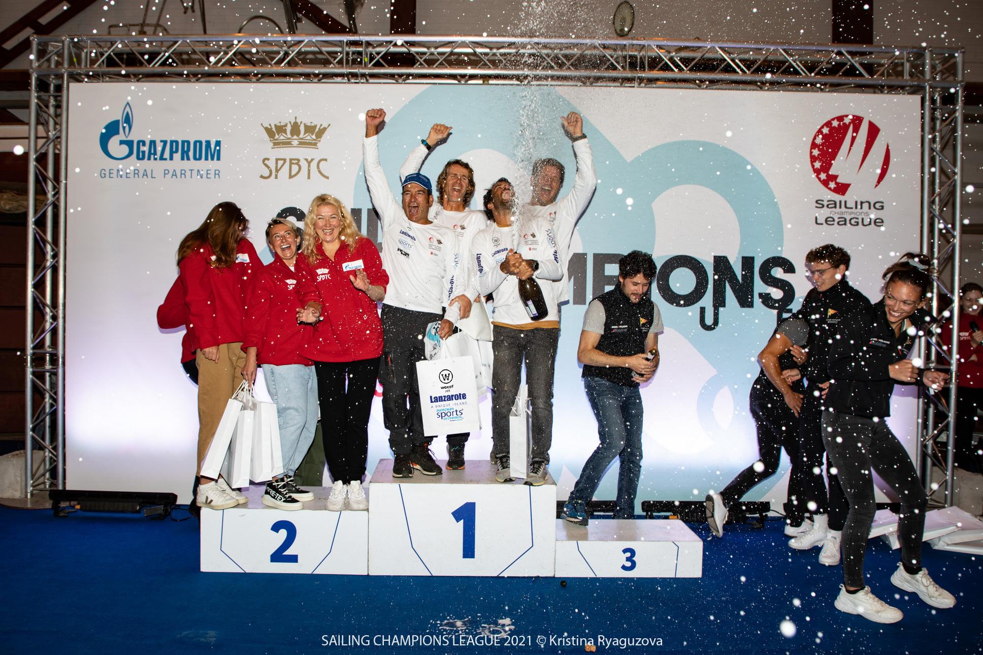 """Celebración de la tripulación del """"Lanzarote - Wacaf Air"""""""