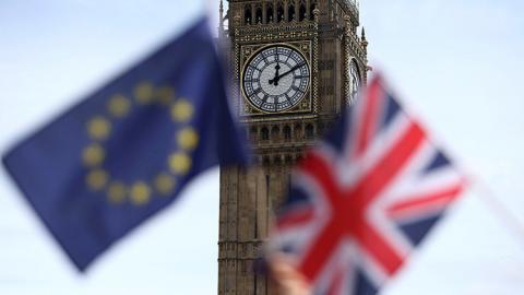 Banderas de Reino Unido y de la Unión Europea