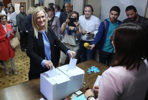 Cristina Cifuentes votando