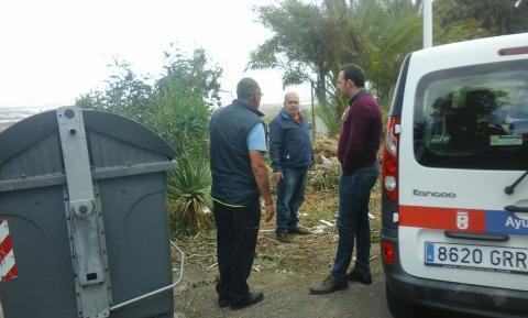 Eloy Santana en los contenedores de basura de Piletillas