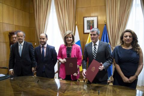 Fernando Clavijo y Fátima Báñez en la firma del convenio de Empleo